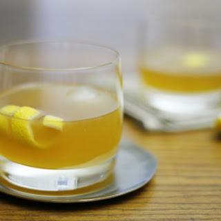Bourbon Gold Rush Cocktail.