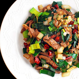 Spicy Stir-Fried Beef With Leeks and Onions