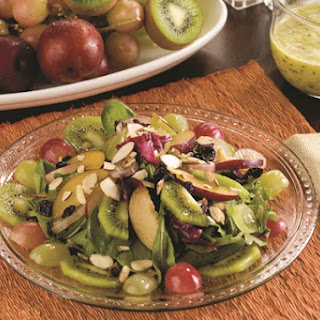 Spinach Salad with fresh Grapes, Plums, Peaches and Kiwis