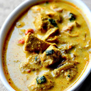 CHICKEN CURRY WITH COCONUT MILK.