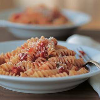 Fusilli with Tomato-Basil Sauce
