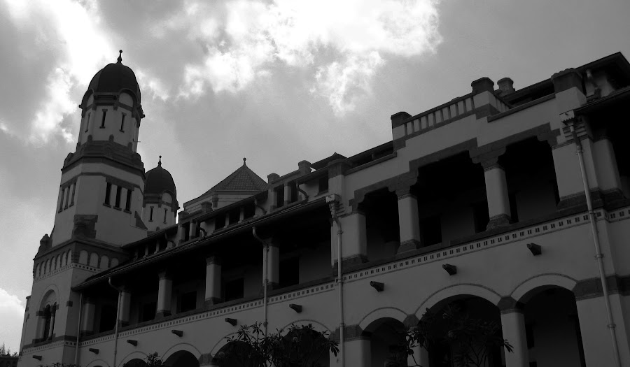 LAWANG SEWU (THOUSAND DOOORS) by Bayu Freze - Black & White Buildings & Architecture