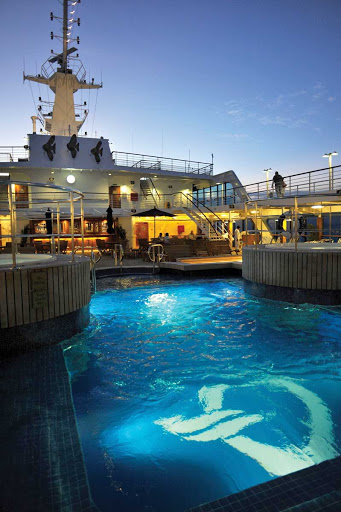 Oceania-RClass-pool - You'll love a refreshing dip on a warm evening in Oceania Regatta's pool.