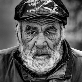 Hard life by Andrei Grososiu - Black & White Portraits & People ( life, beggar, black & white, portrait, man )