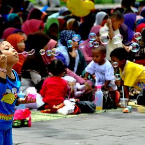 gelembung sabun by Arif Setiawan - Babies & Children Children Candids