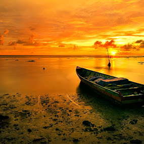 Golden Beach by Bob Shahrul - Landscapes Sunsets & Sunrises ( sunset, long exposure, beach, boat, golden, slow shutter, labuan )