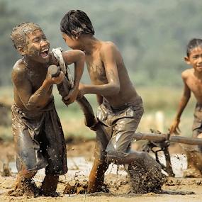by DODY KUSUMA  - Babies & Children Children Candids ( kidsofsummer, kids playing in the summer,  )