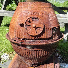 Yukon Pot Belly by Marion Metz - Artistic Objects Antiques ( yukon, rusty, pot belly, antique, new zealand, belly, pot )