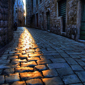 by Petar  Botteri - City,  Street & Park  Street Scenes (  )