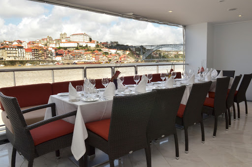 AmaVida-outdoor-dining - Enjoy al fresco dining on the deck of AmaVida as you take in scenic villages along the Douro River in Portugal.