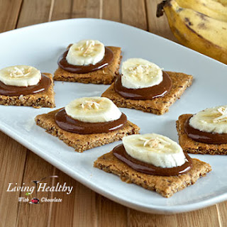 Paleo Graham Crackers Topped With Homemade Nutella & Bananas (grain, gluten, dairy, refined sugar free).