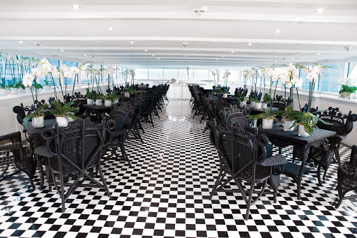 Dine with your loved one or with new friends in the S.S. Antoinette L'Orangerie Lounge during your Rhine River cruise.