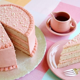 STRAWBERRY KISS CAKE