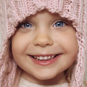 32.5 months chloe pink hatb.jpg