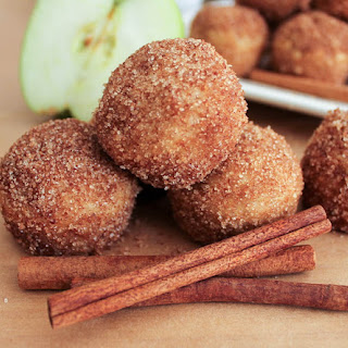 Apple Cinnamon Baked Doughnut Holes