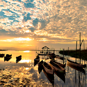 Sunset in the old lake by Tamin Ibrahim - Landscapes Sunsets & Sunrises ( sunset, boats, lake, sunrise )