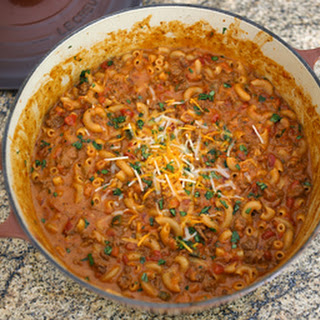 One Pot Beefy Chili Macaroni and Cheese