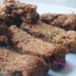 Cereal Bars with Raspberry Jam and Raisins.