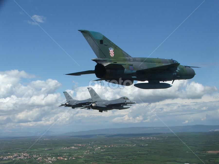 MiG-21 & F-16   Airplanes   Transportation !!!   Pixoto