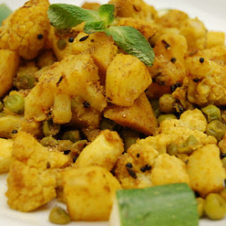 Aloo Gobi ~ a Dry Indian Curry of Cauliflower, Potato & Peas Recipe