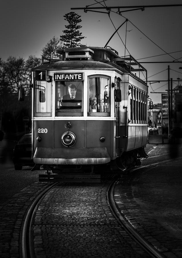 Do you want to come? by Olhar Captado Sara Barros - Black & White Street & Candid ( carro eléctrico, preto e branco, p&b, b&w, black and white, pb, oporto, tram car, porto, olhar captado )