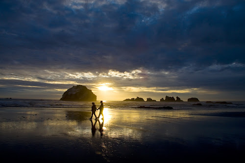 Silhouette of people walking on Oregon beach at sunset. by Gale Perry - Landscapes Waterscapes ( tranquil, #garyfongdramaticlight, #wtfbobdavis, relax, views, tranquility, earth, relaxing, landscapes, light, #8rtcomagazine,  )