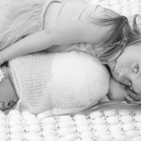 Sister bonding by Zara Cowdray - Babies & Children Child Portraits ( babies, sussex, worthing, baby photographer, photography )