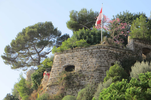 Monte-Carlo-battlement - A battlement-like structure in Monte Carlo.