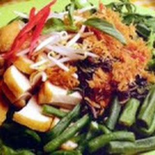 Urap ( Cooked Vegetables with Coconut )