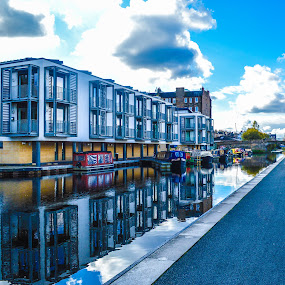 Union Canal residences, on and off water, Edinburgh, Scotland. by Lyndsay Hepburn - City,  Street & Park  Neighborhoods ( edinburgh union canal, canal quay residentail area, edinburghhomes, canal boats, canal side housing )