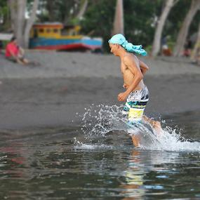 by Pelukis Badai - Sports & Fitness Watersports
