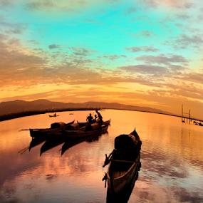 Hening by Tamin Ibrahim - Landscapes Sunsets & Sunrises ( sunset, boats, lake, sunrise, landscape )