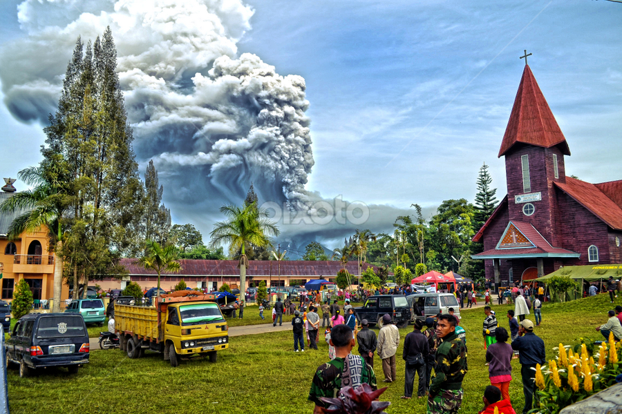 Sinabung Volcano still Eruption  by Kriswanto Ginting's - News & Events Disasters ( volcano, mount, indonesia, karo, eruption, sinabung,  )