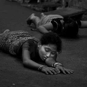 Devotion by Subhasis Ghosh - People Street & Candids ( ritual, woman, kolkata, street, devotion, people )