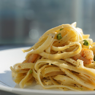 Lemon Fettuccine with Garlic Shrimps
