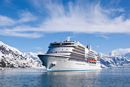 Regent-Seven-Seas-Navigator-in-Alaska-2 - Discover the awe-inspiring landscapes of Alaska during your cruise aboard Seven Seas Navigator.