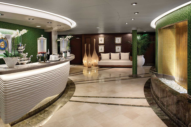 Oceania ensures there are healthy food options for you with a fresh juice bar located within the spa.