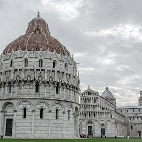 Pisa Tower and suroundings by Ty Yang - Buildings & Architecture Public & Historical ( pisa tower,  )