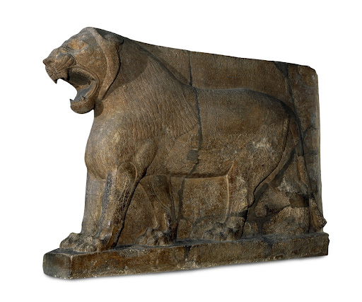 Colossal statue of a lion