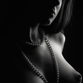 by Reto Heiz - Nudes & Boudoir Artistic Nude ( nude, black and white, pearls, lowkey )