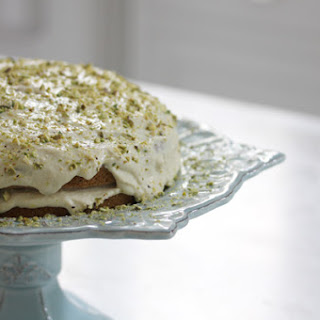 Vanilla Cake With A Lemon Pistachio Cream {vegan}.