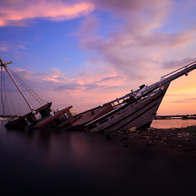 Siappp Wreck by Asep Dedo - Landscapes Sunsets & Sunrises (  )
