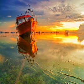 Morning Docked by Bayu Adnyana - Transportation Boats ( bali, semawang, transportations, sanur, sunrise, boat, morning,  )