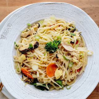 Stir-Fried Noodles with Shredded Chicken and Winter Vegetables