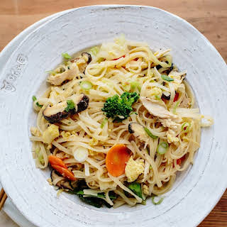 Stir-Fried Noodles with Shredded Chicken and Winter Vegetables.