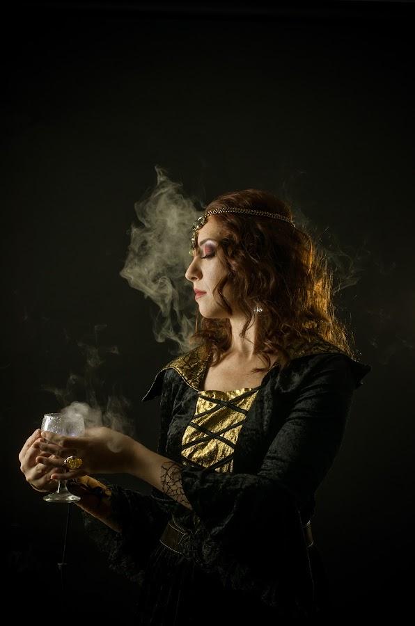 Poison by Sima Iulian - People Portraits of Women ( studio portret, portret, poison, medieval, women portret )