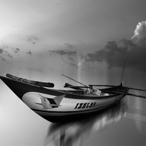perahu by Indra Prihantoro - Black & White Objects & Still Life ( boats, landscape )