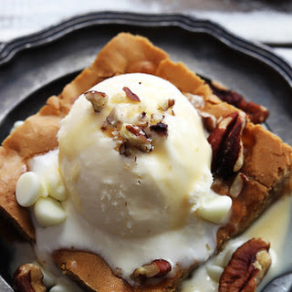Applebee's Maple Nut Blondie with Cream Sauce