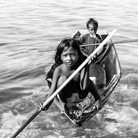 by Zahir Mohd - Black & White Street & Candid ( water, children, boat, people )