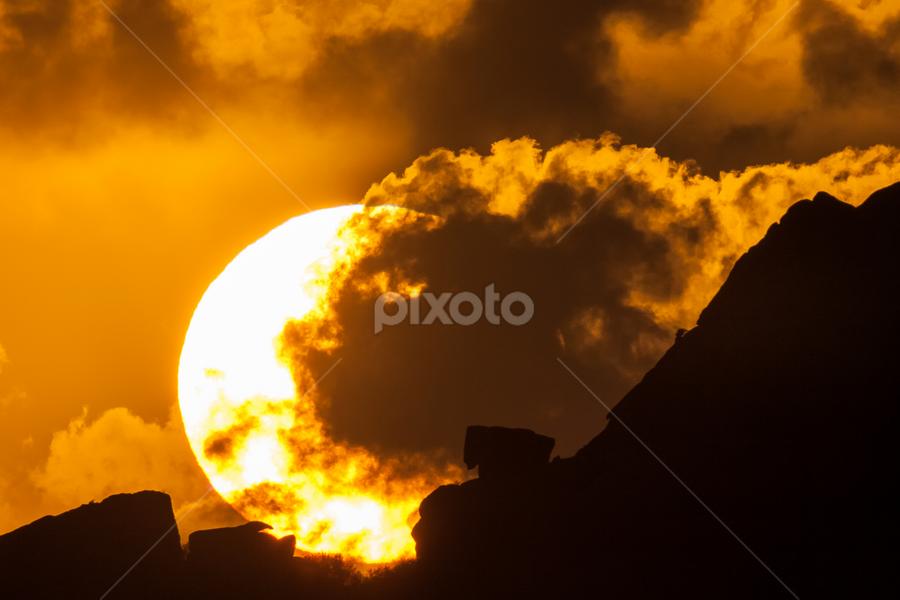 Sunset behind rocks by Cesare Morganti - Landscapes Sunsets & Sunrises ( clouds, nature, sunset, landscape, rocks, sun,  )